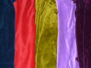Bio-Nicki in Nacht-Blau, Satt-Rot, Pisatzien-Grün, Flieder und Brombeere